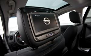 2012-nissan-murano-LE-AWD-tv-close-up